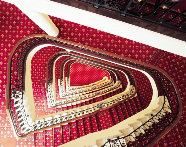 hotel carlton bilbao escalera
