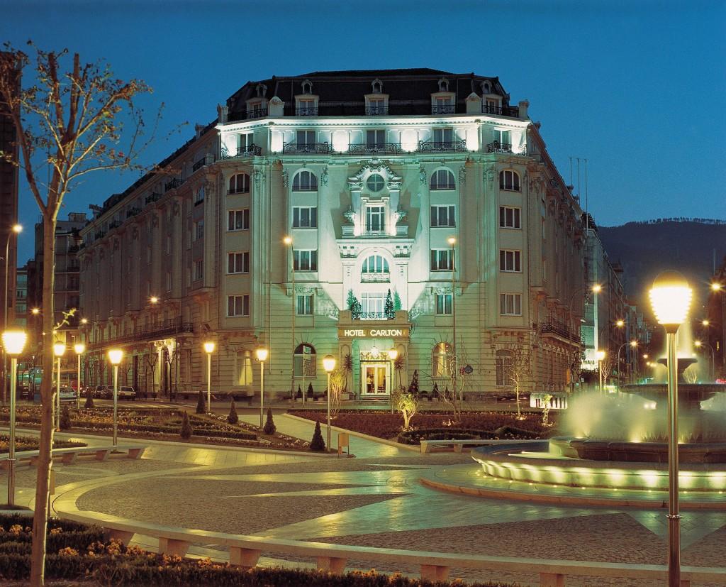hotel carlton bilbao fachada noche