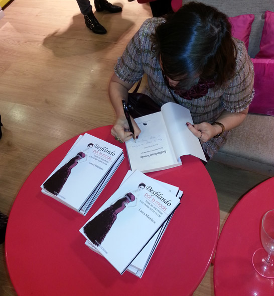 lauramartinezfirmando-bclick