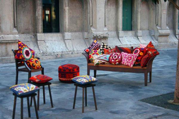 pacas-sofa-calle