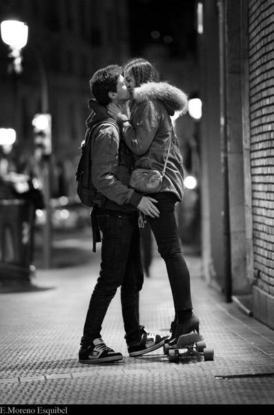 alto escolta beso negro en Madrid