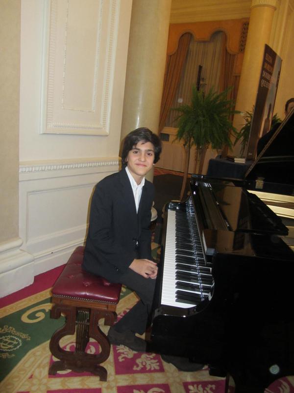 pianista_iñigo_gascon_ybarra_joven_compositor_piano_bilbao
