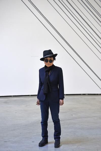 Yoko Ono ante su obra