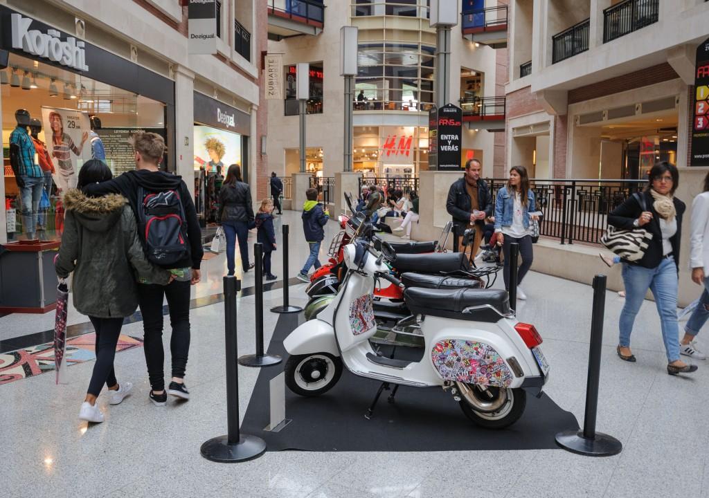 Exposición-Vespa-Lambretta_Zubiarte